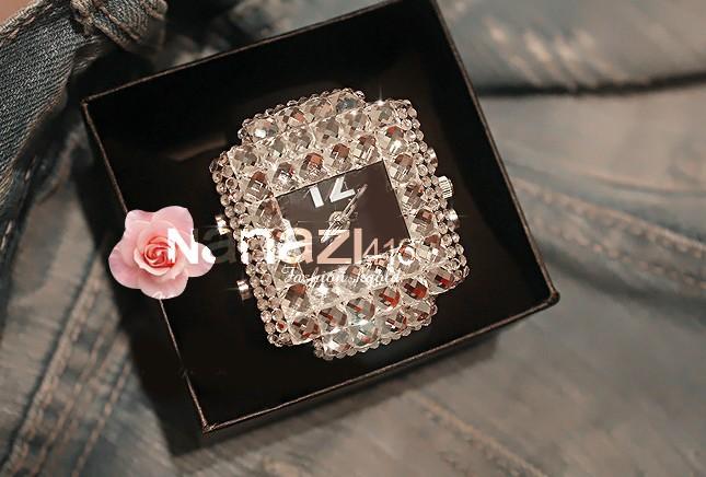 2014 יוקרה הנשים ריינסטון אופנה שעונים הכוכבים נקבה לבנה גדולה חיוג אופנתי קריסטל שולחן שעוני יד,relogio