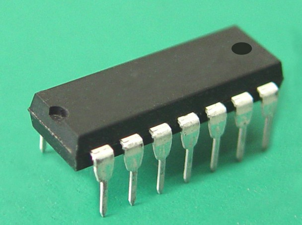 Free shipping / AD650KN voltage frequency voltage frequency converter ic . double 14 pin dip . IC(China (Mainland))