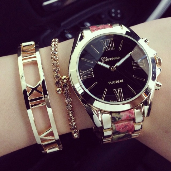 Гаджет  New 2015 Fashion Geneva Golden Metal Watch Quartz Wrist Watch For Women Girl None Часы