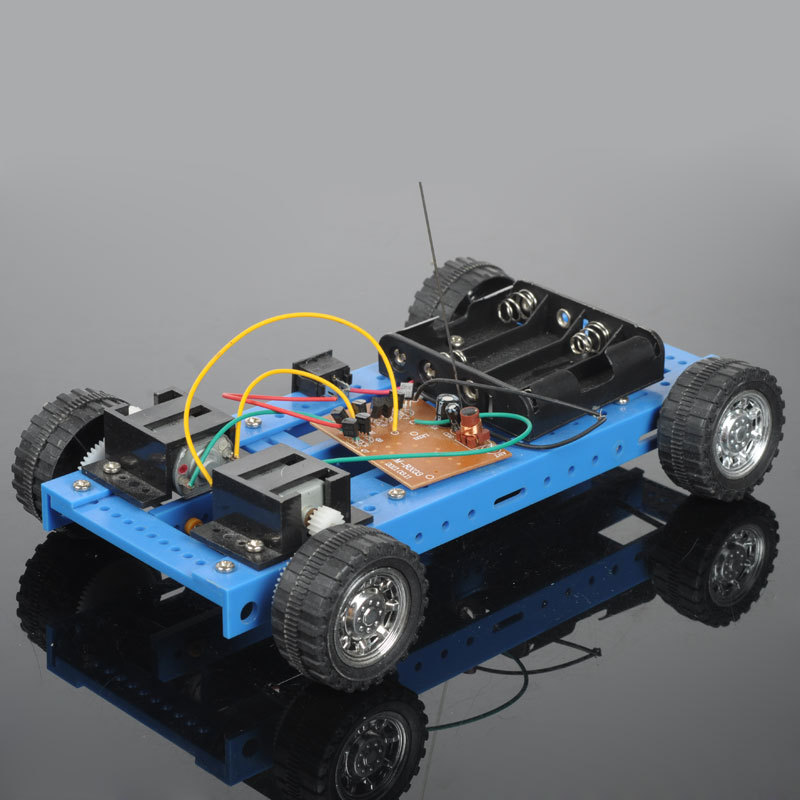 Puzzle model toy assembling diy small production technology four channel remote control car kit 4 remote control car(China (Mainland))
