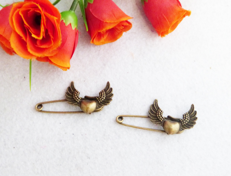 Free Shipping!!Wholesale(100piece)New retro chic bronze brooches nostalgic Style pins by hand MNT920(China (Mainland))