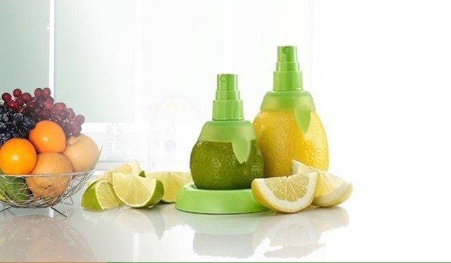 Creative 2pcs/lot creative gifts fruit spray tool juice juicer lemon sprayer kitchen tools Free shipping