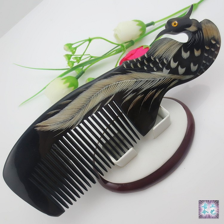 1PC+Free Shipping Natural Horn Comb Carved Phoenix Peacock Elegant Hair Care Accessories Lady Styling Tools Tangle Hair Brush(China (Mainland))