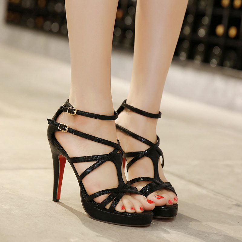 In 2016, the new runway sweet delicate cross strap waterproof high-heeled shoes leather female sandals