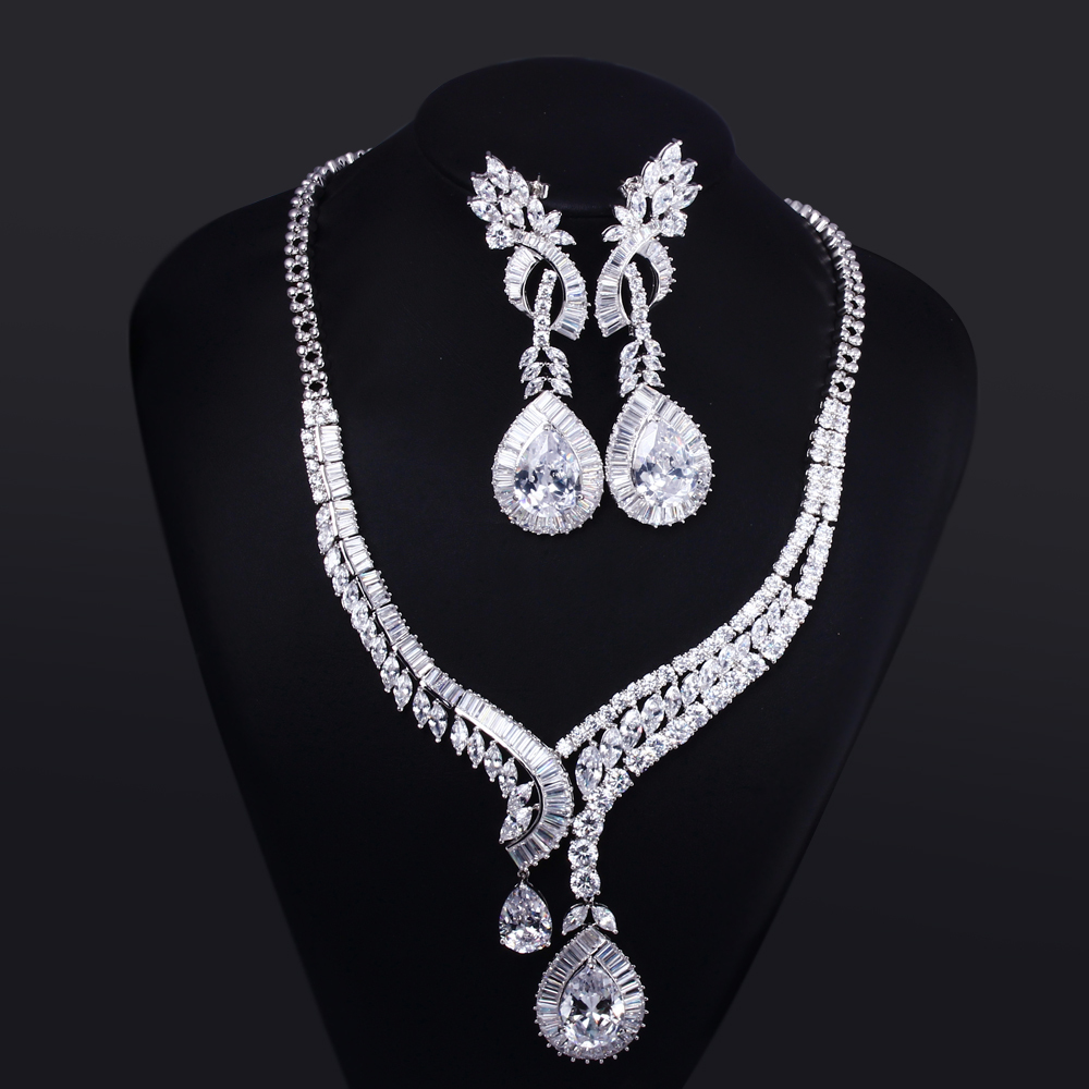 Здесь можно купить  Women wedding Jewelry Sets white gold plated with CZ stone luxury drop necklaces 2pcs sets ( necklace + earring ) Free shipment Women wedding Jewelry Sets white gold plated with CZ stone luxury drop necklaces 2pcs sets ( necklace + earring ) Free shipment Ювелирные изделия и часы