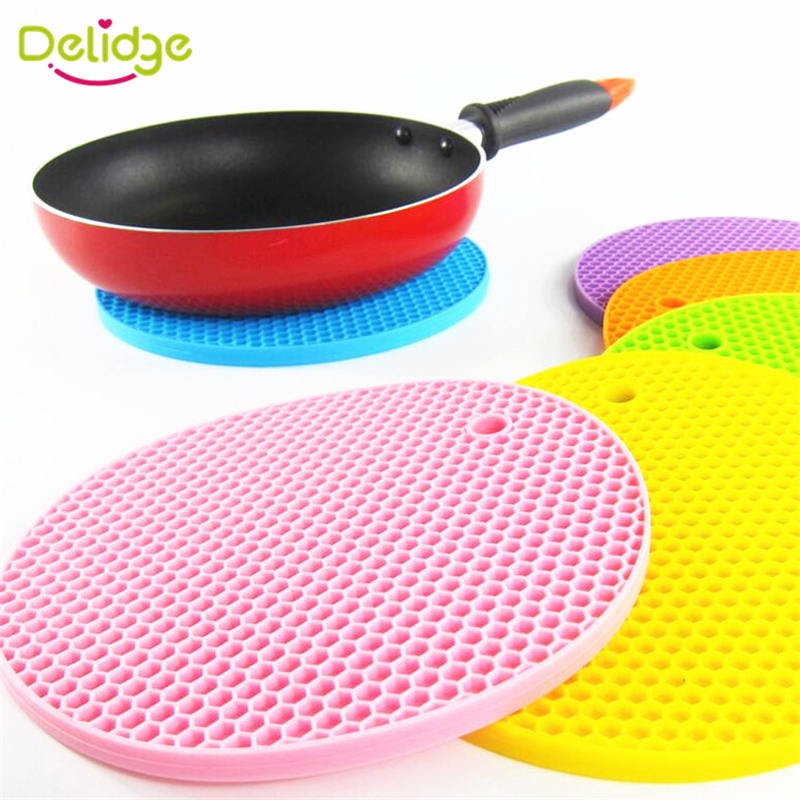 1 pcs Honeycomb Shape Table Mat Silicone Round Non-Slip Heat Resistant Mat Be Hung Durable Coaster Cushion Silicone Placemat(China (Mainland))