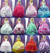 Random  Pick 15 Items = 5 Wedding Dress Princess Gown + 5 Pairs  Shoes + 5 Pink  Hangers Clothes  For Barbie Doll Gift  Baby Toy(China (Mainland))