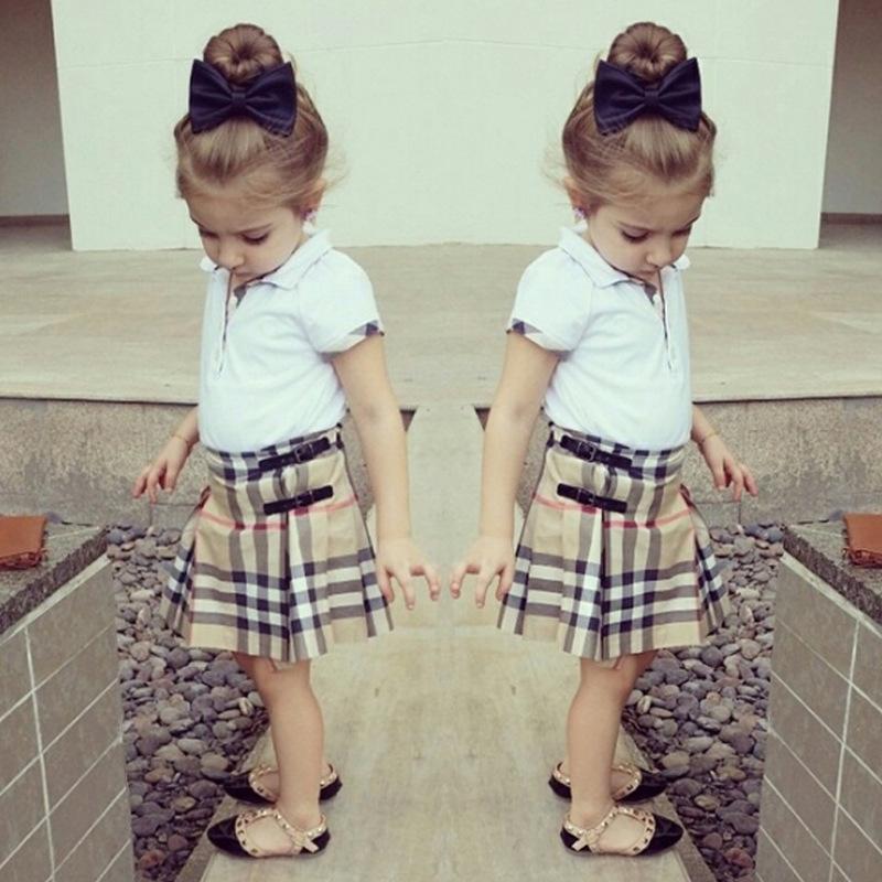 Bebé de la escuela en falda 3