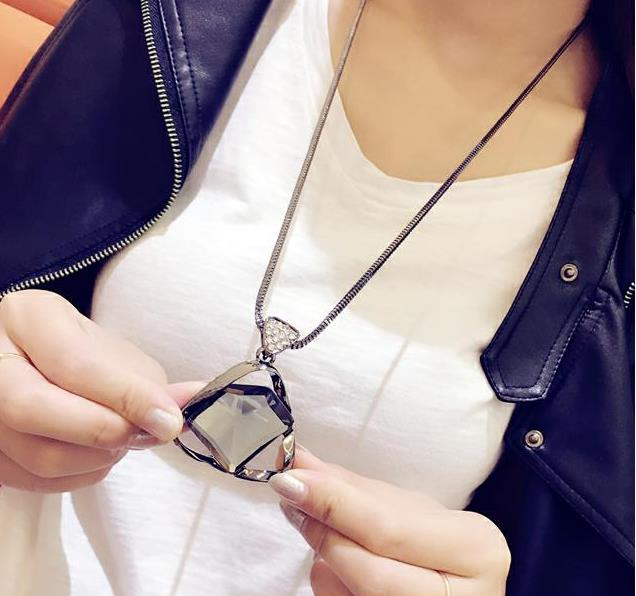 2016 New Arrival Women Pendant Necklaces Exquisite Crystal Sweater Chain Long Ladies Sweater Necklace Exaggerated Personality