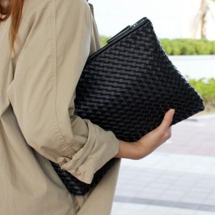 2015 Korean Tide Weaving Embossing Hand Bag Kpop Lady envelope bags clutch evening bag Large Capacity black handbag(China (Mainland))