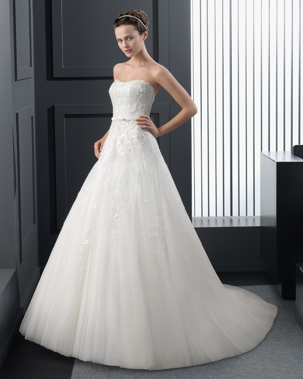 Wedding dresses sample sale new york junoir bridesmaid for Wedding dress boutiques in nyc