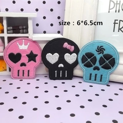 Three colors mixed 20 pcs 6*6.5cm cute Skull Embroidered patches iron on festival Applique embroidery accessory Free shipping(China (Mainland))