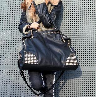 Diamond Rivet bulk fashion casual personality Korean wave of retro Messenger shoulder portable handbag large bag(China (Mainland))