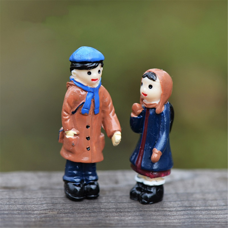 2pcs/set Restore lovers couples set Micro Landscape Resin Craft Artificial Figurine Miniature Gift decoration accessories(China (Mainland))