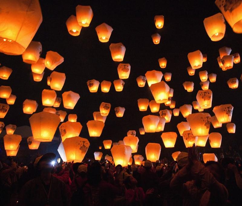 10pcs Colorful Flying Wishing Lamp Chinese Lantern Sky Lanterns Air Kongming Lantern For Birthday Wedding Party Decoration -46(China (Mainland))