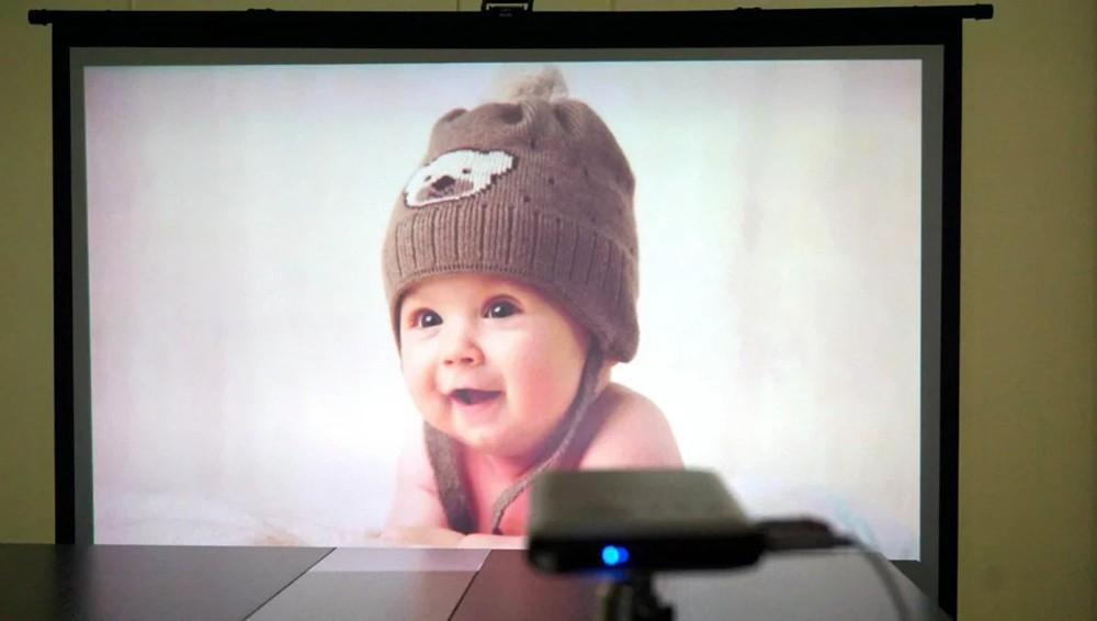 DLP Pico Projector Aiptek Pocket Cinema LED video projector Q20 Q1080p (854 x480) Battery Pack Power Bank