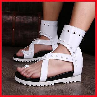 Plus Size 38-46 Summer Men Gladiator Sandals White Genuine Leather Summer Shoes Platform Sandals Toe-covering Rivets Cross-strap(China (Mainland))