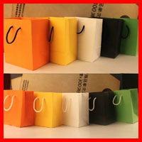 Free Shipping 20pcs/lot 17cm*20cm*8cm New Fashion Gift Paper Bag With Handle Shopping Paper Bags  Wholesale