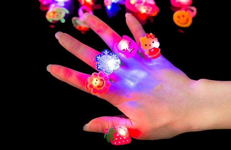 Cartoon snowfake flash Finger Lights Rings LED Neon Glow Lamps Rings children party birthday Christmas props festive supplies(China (Mainland))