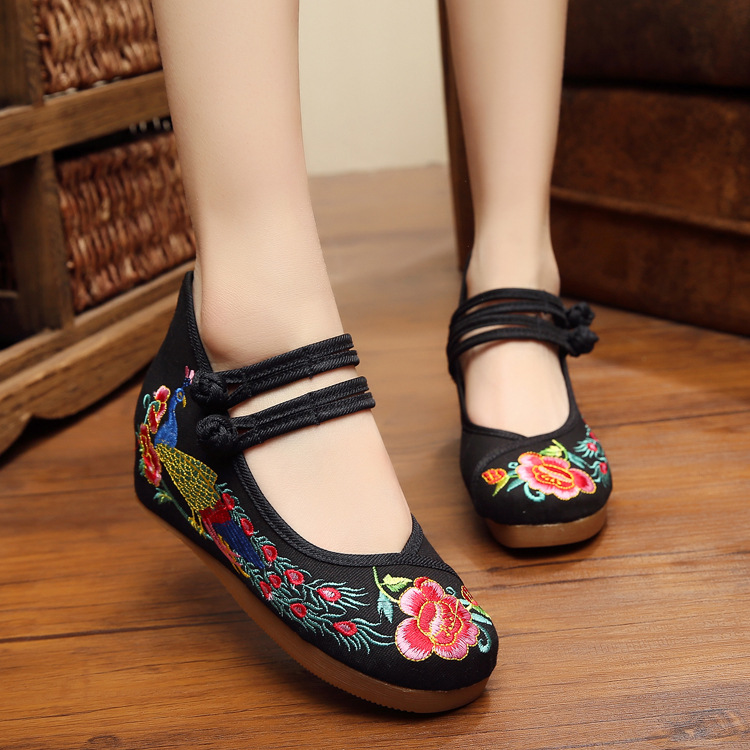 2016 New Plus Size 40 Vintage Chinese Old Beijing peacock embroidered cloth shoes national slope with singles dance shoes