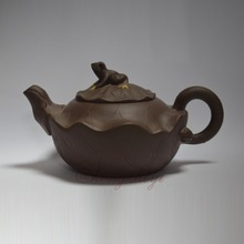Handmade 280ml Yixing Zisha Unglazed Clay Teapot China Pottery Kung Fu Tea Pot Frog w Lotus(China (Mainland))
