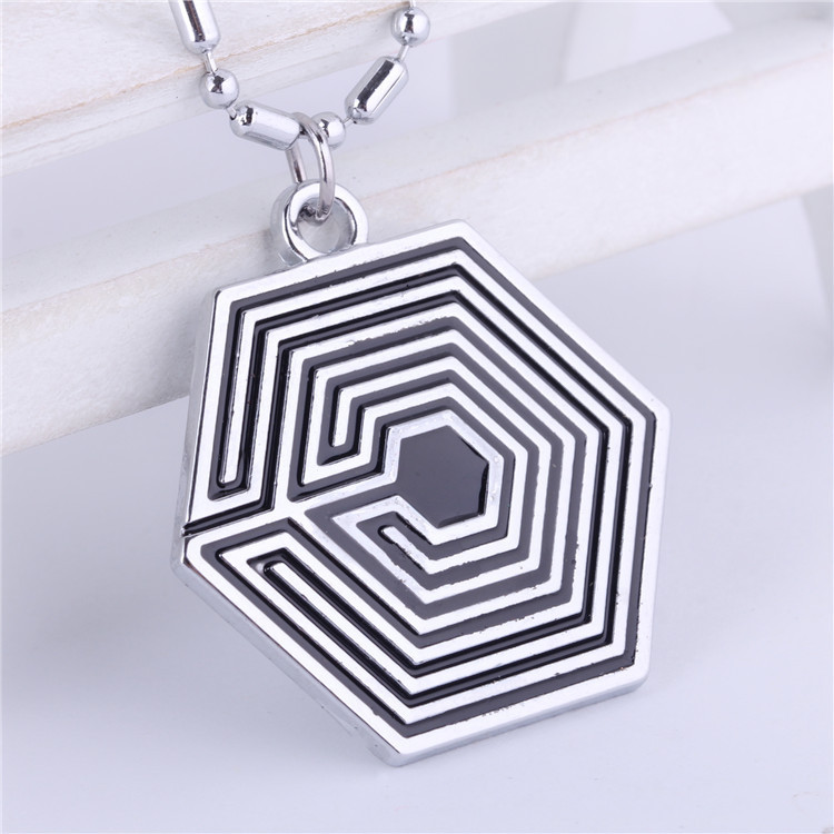 EXO poisoning Overdose black and white flag alloy Mens Necklace Pendant Pendants Men Jewelry Colares Colar Masculino Pingente(China (Mainland))