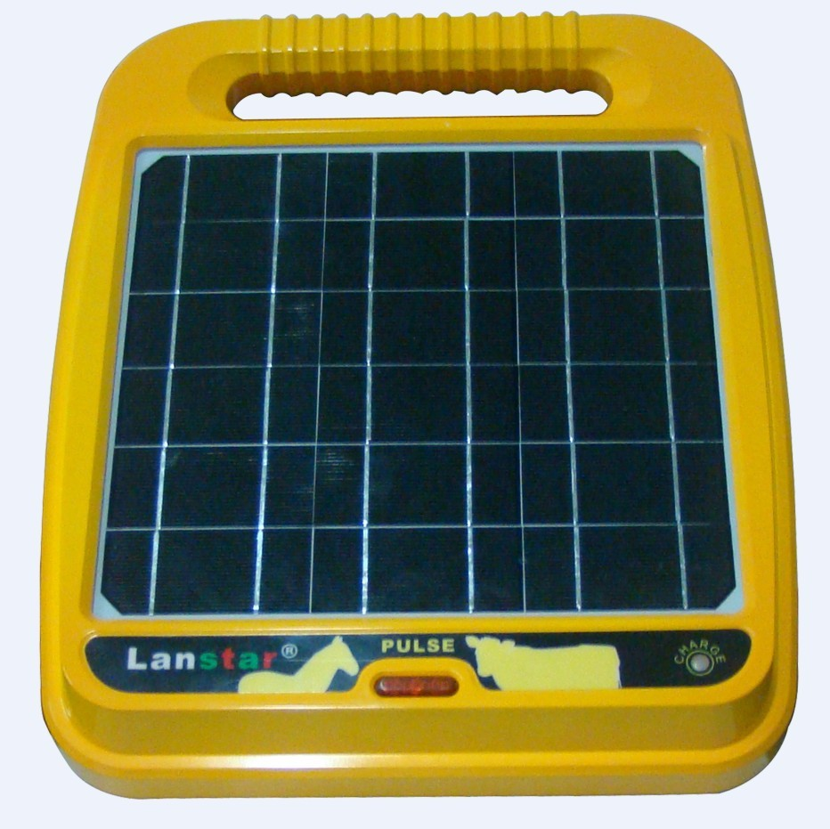 2015 latest 0.5 joule built-in panel solar powered electric fence energizer/garden fencing energizer for livestock(China (Mainland))