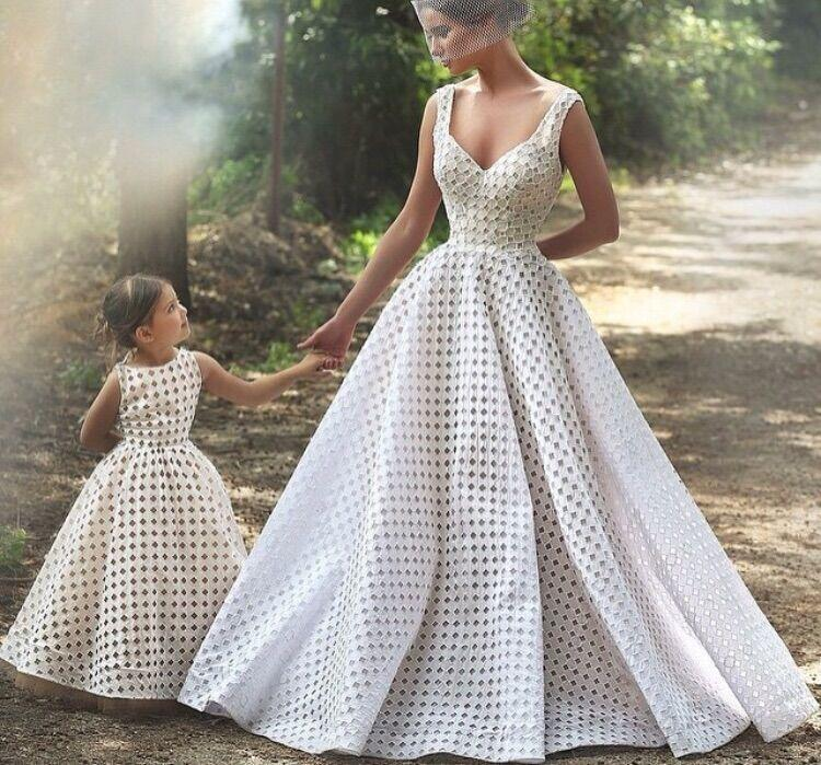 Ball gown vintage lace wedding dresses country western for Plus size country western wedding dresses