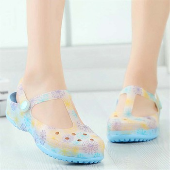 Big size women sandals candy color summer print hole slipper ladies beach home flats jelly sandals sweet flat shoes