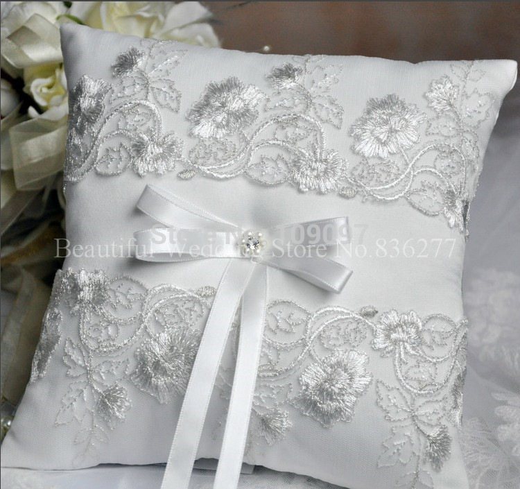 Free Shipping Sweet White Ring Pillow Wedding Favors Lace Satin Ring Pillow With Bow Ribbon(China (Mainland))