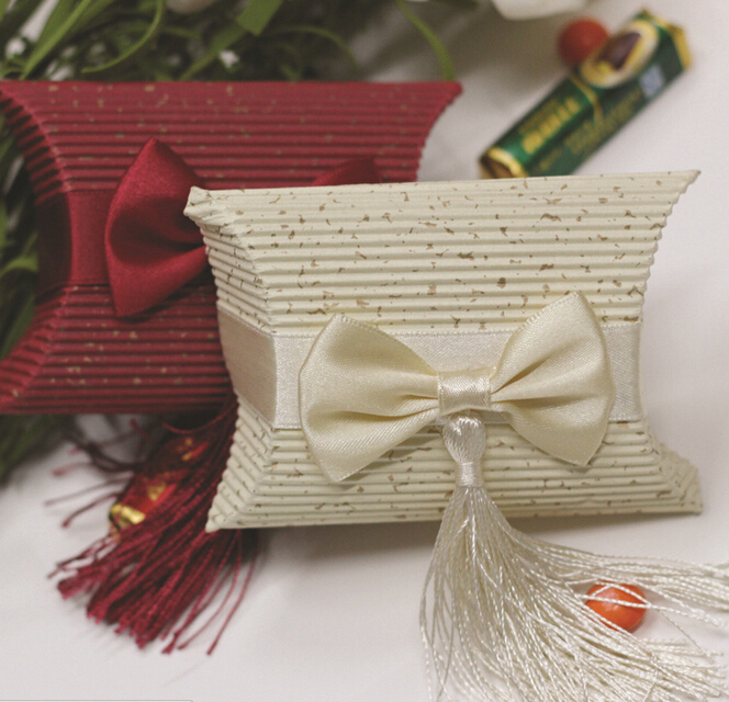 20 x Beige/Red Wedding DIY Tassels Candy Box Pretty Pillow Shape Wedding Favor Boxes European Candy Box Free Shipping(China (Mainland))