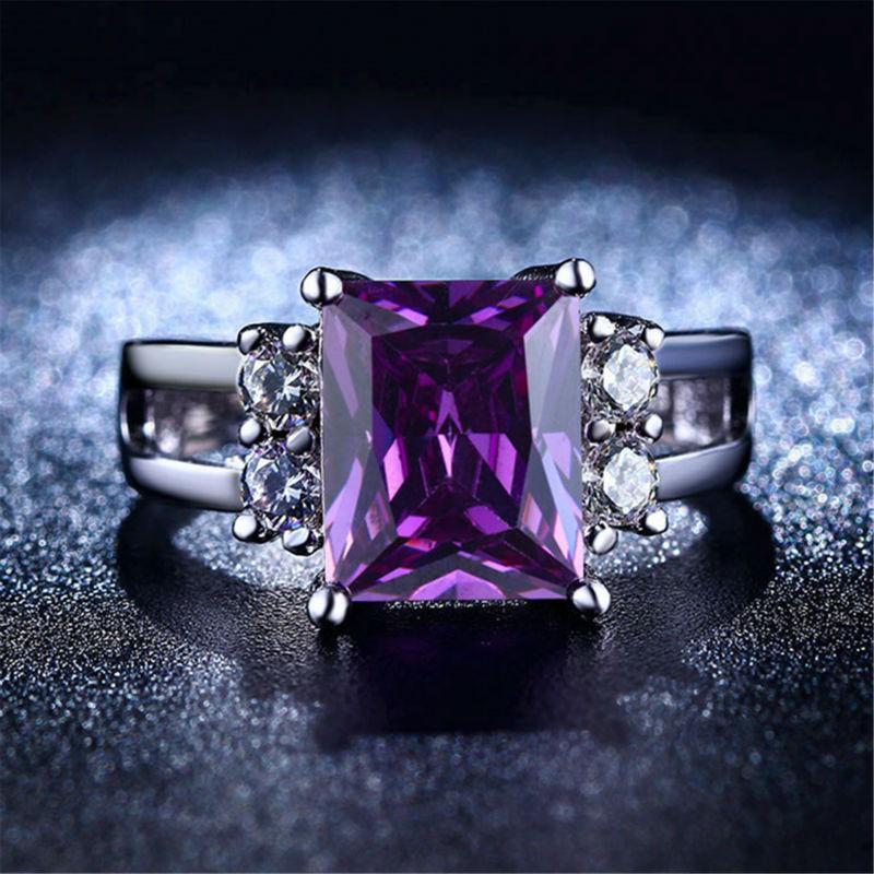 ювелирные изделия кольца с камнями