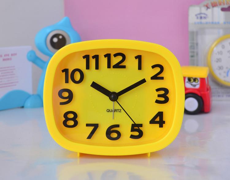 Ultra Quiet Lovely Table Desk Alarm Clock For Kids