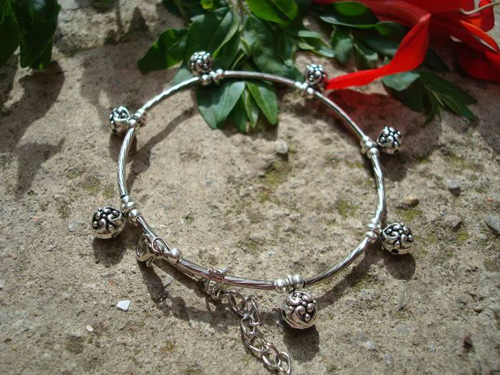 2016 Chain Anklet Retro Style Embellished Flower Pendant Tibetan Silver Anklet For Women Ankle Bracelet Body Chains(China (Mainland))
