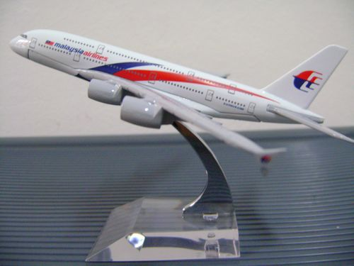 16cm Metal Airplane Plane Model Malaysia Airlines Airbus A380 Aircraft Model Diecasts Toy Vehicles gifts for kids children(China (Mainland))