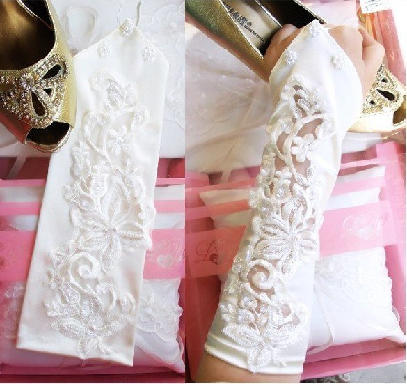 2010 new Graceful custom Bridal Gloves Beaded satin white
