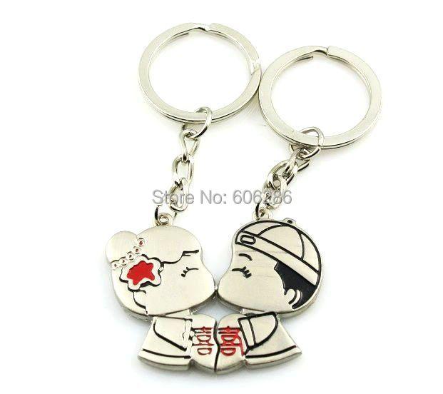 Wedding Door Gift Keychain : ... Wedding Door Gifts of Traditional Bride & Groom Couple Keychain Zinc