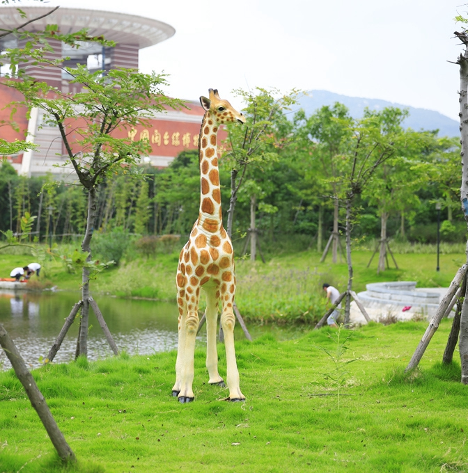 Large Resin Giraffe Ornaments Outdoor Sculpture Fiberglass