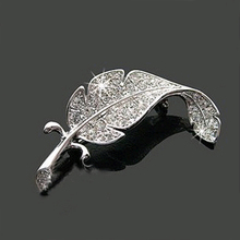 New Loved Fashion vehicle parts accessories clothes sweater delicate crystal brooches Silver Simple colored feather brooch form(China (Mainland))