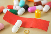Message in a Bottle Message Capsule Letter Cute Love Half Color Pill 50Pcs(China (Mainland))