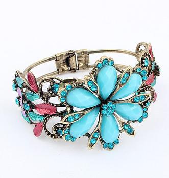 Classical Luxury Vintage Bohemian Hollow Lace Leaf Acrylic Flower Daisy Pendant Elegant Women Lady Dress Jewelry Bracelet Bangle