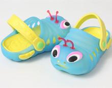 Verano del muchacho zapatos sandalia jardín / Kids Funny Cartoon oruga impermeable zuecos marca / niños linda antideslizante suela de las sandalias(China (Mainland))