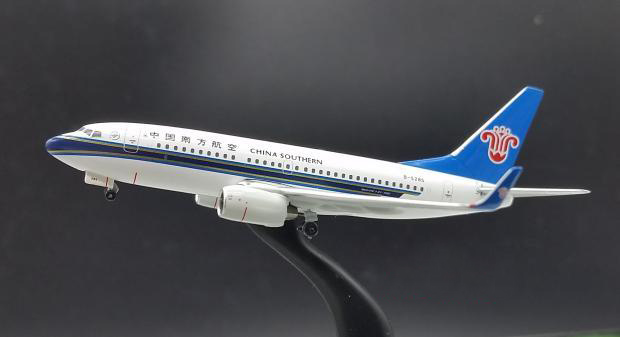 apollo 1: 400 China Southern Airlines Boeing B737-700 aircraft model B-5285 Alloy model collection(China (Mainland))
