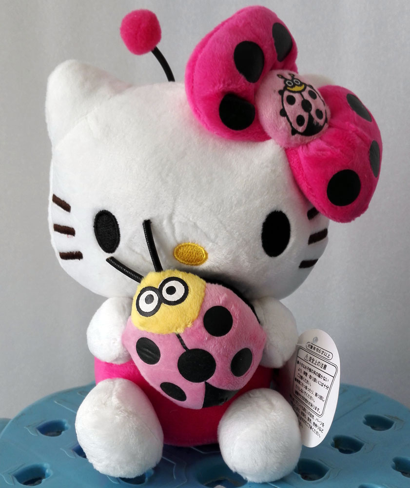 New 20cm Cute Hello Kitty Dolls Plush Kids Toys Stuffed Plush Animal Kitty Holding Ladybugs Girls Birthday Christmas Gift(China (Mainland))