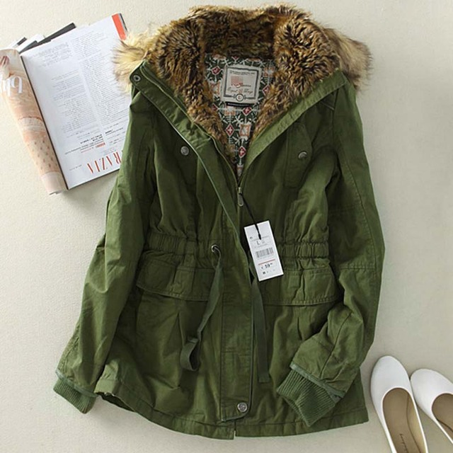 Women's long green jacket – Modern fashion jacket photo blog