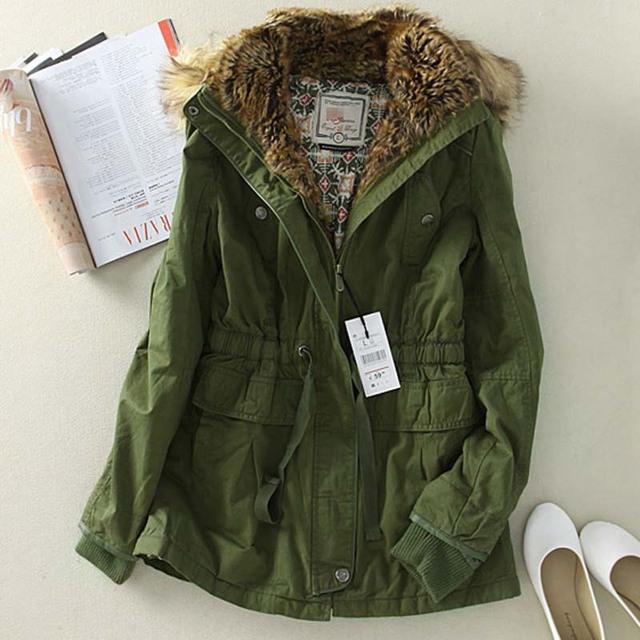 Women's long green jacket – Modern fashion jacket photo blog
