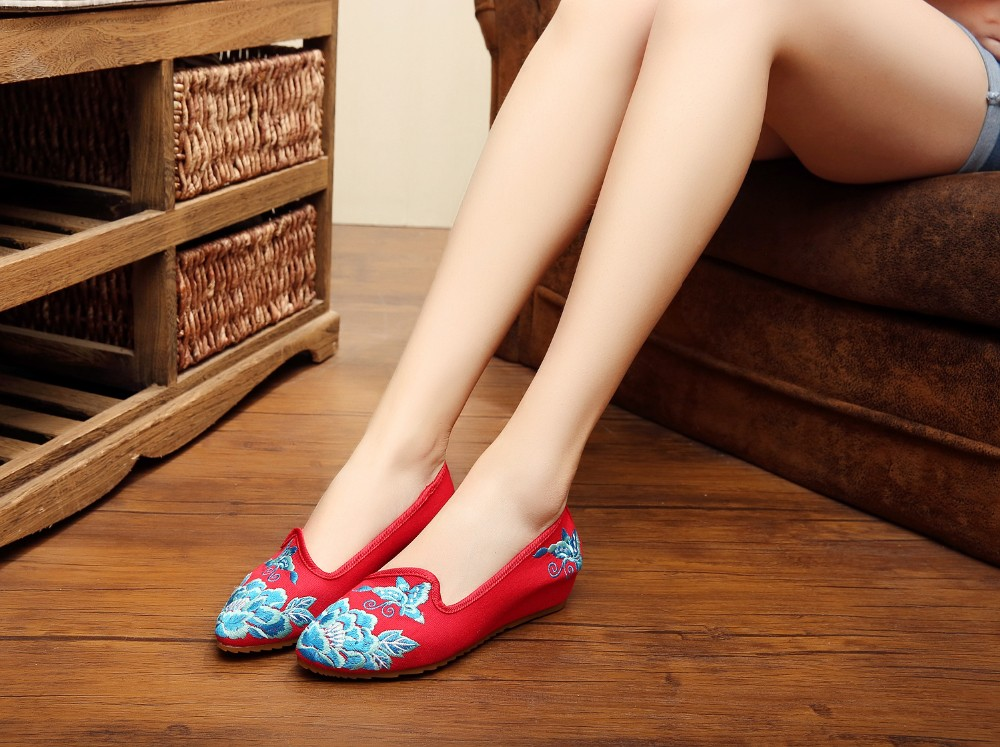 Женщины мода старого пекина квартиры свободного покроя вышивка обувь мокасины острым для ходьбы женщина размер 34 - 41