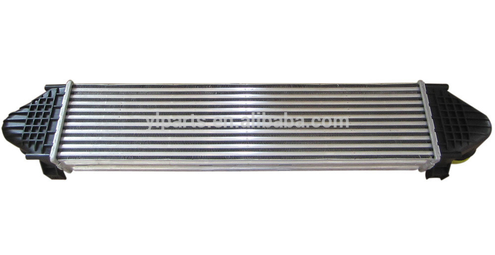 LR030762 High Quality LR Freelander 2 Car Intercooler 2 2L Turbo Diesel charge air cooler in