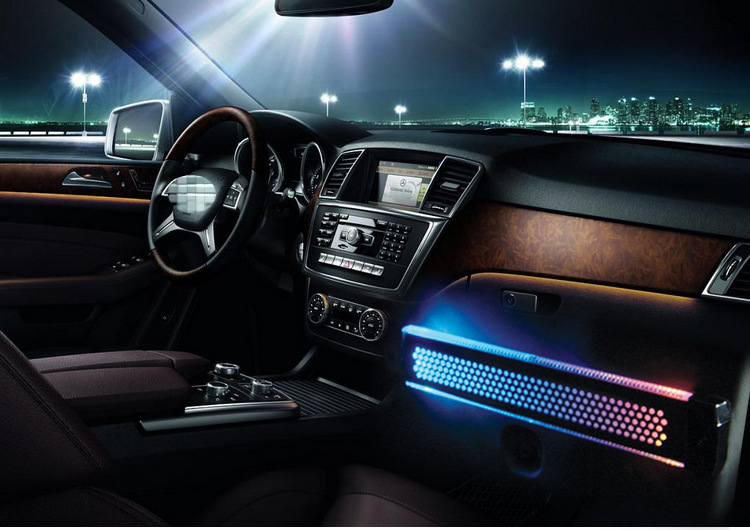 Ambient lighting in cars images for Auto interieur verlichting