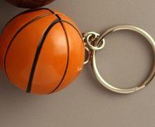 Envío Gratis 50 unids/lote nuevo PVC Mini llaveros de baloncesto llaveros de voleibol de plástico para regalos(China)
